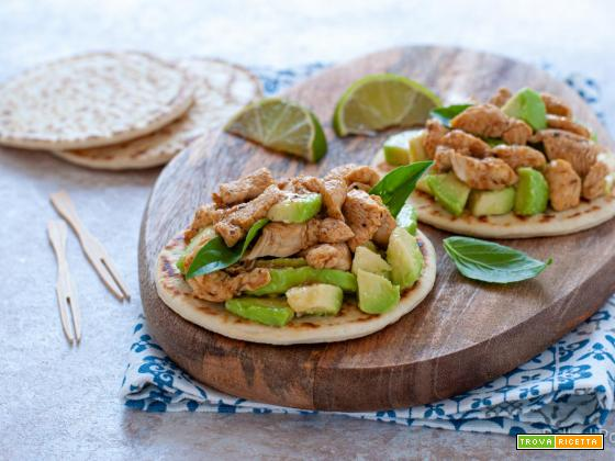 Piadine con pollo alle spezie e avocado