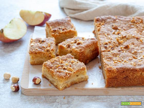 Torta con mele e nocciole