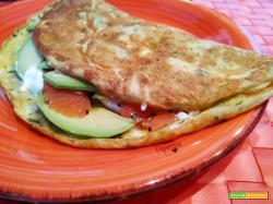 Omelette salmone, avocado e creme fresh