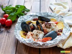 Cartoccio di pesce con gamberi e cozze