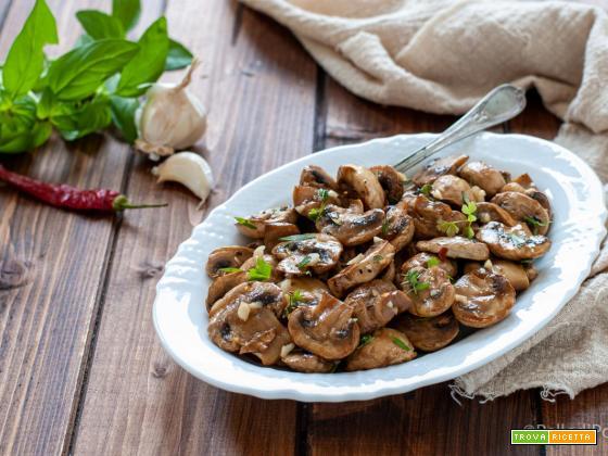 Funghi grigliati con erbe aromatiche e aglio