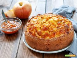 Torta con mele e confettura di pesche