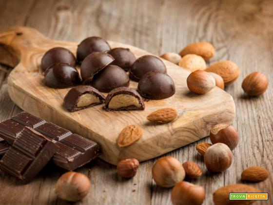 Praline al pralinato di mandorle, dolci semplici e gustosi