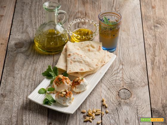 Labneh con pane arabo, una delizia dal Libano