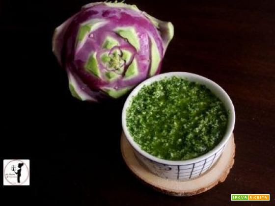 Pesto di foglie di cavolo rapa con noci brasiliane