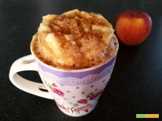 Mug cake di mele e cannella