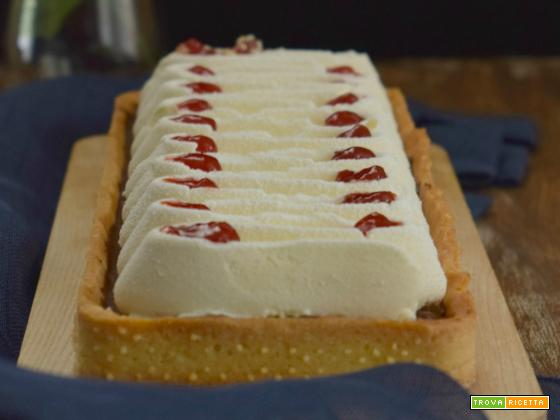 Crostata con mousse fondente e chantilly