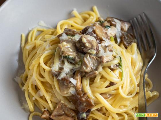 Spaghetti alla carbonara ai funghi
