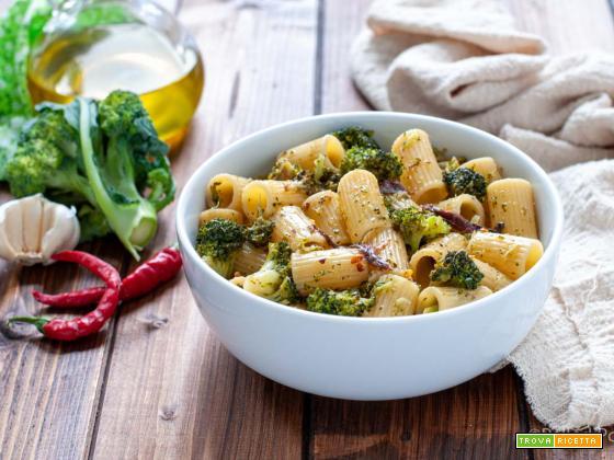 Pasta con broccoli e acciughe