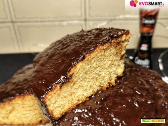 Torta alla cannella con aroma di arancia e glassa al cioccolato fondente