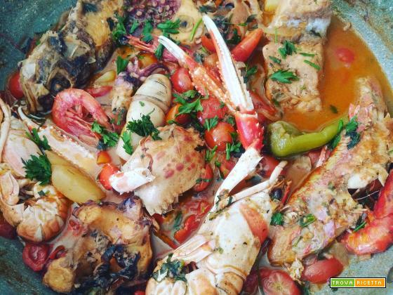 Zuppa di pesce con crostacei