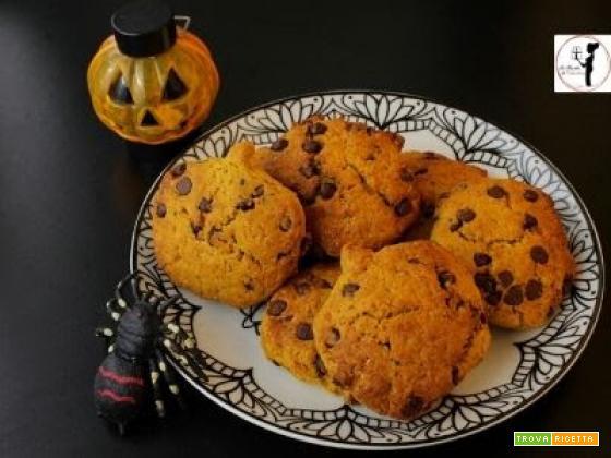 Biscotti alla zucca e cioccolato fondente senza uova in friggitrice ad aria per la merenda di Halloween