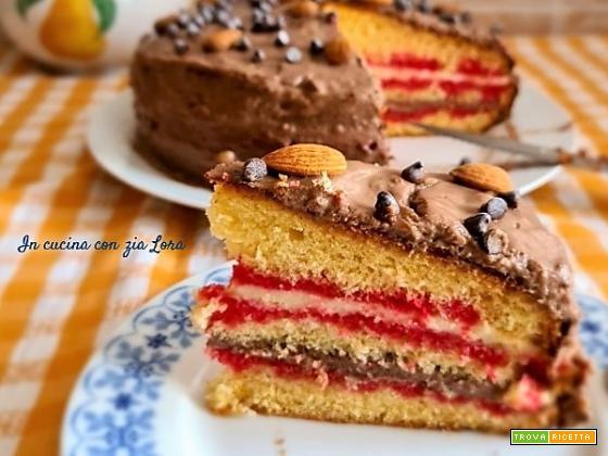 Torta farcita con crema e alchermes