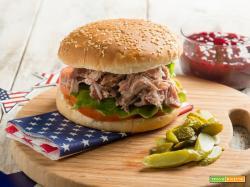 Hamburger con pulled pork, panino per il Thanksgiving