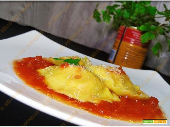 Ravioli al sugo di pomodoro – ricetta facile