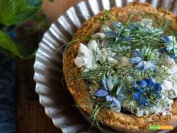 Sbrisolona salata con crema di caprino: aperitivo azzurro