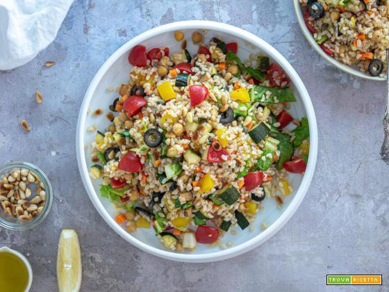 Insalata di riso Vegana con verdure fresche
