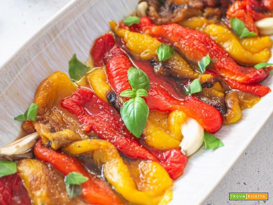 Peperoni arrosto cotti al forno e marinati