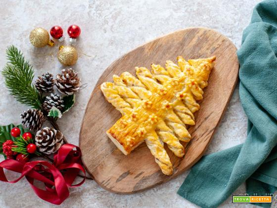 Albero di Natale di pasta sfoglia farcito