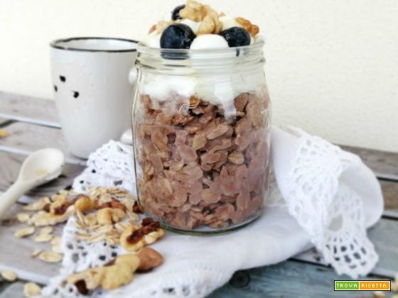 Porridge caldo al cacao e yogurt greco