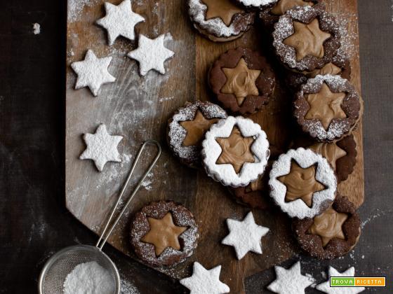 Biscotti al cacao con crema alle nocciole