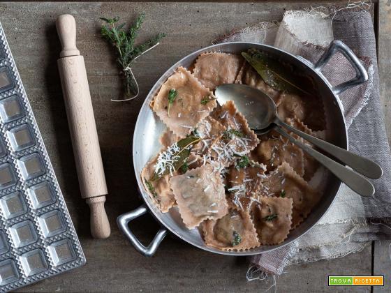Ravioli di farina di castagne, con ricotta, castagne e erbette