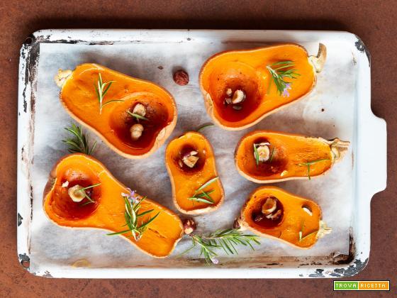 Le piccole zucche al forno con nocciole e rosmarino