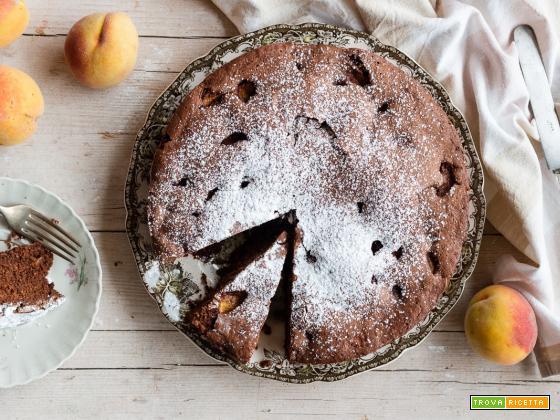 Torta cioccolato e pesche: golosità pura, senza burro e senza olio