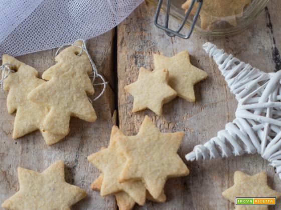 I biscotti con farina di mandorle e scorza di limone