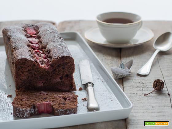 Plumcake al cioccolato e fragole, senza burro ma con tanto amore