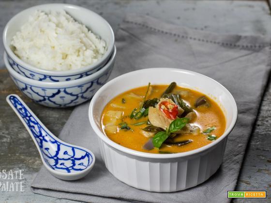 Curry rosso con pollo, verdure e riso Jasmin