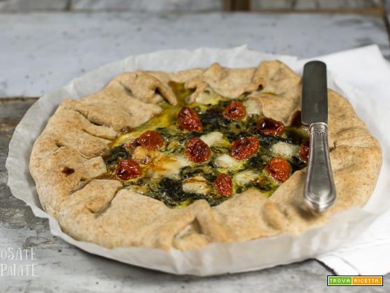 La galette salata con bietole e pomodorini