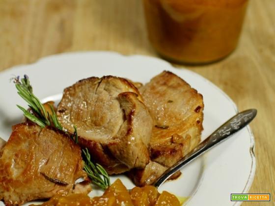 Il chutney di mango e cipolle con il filetto di maiale