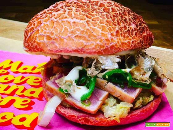 Panino gourmet tataki di tonno, cavolo cinese, alga wakame, maionese alla soia
