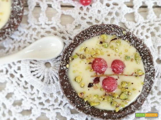 Crostatine con ganache bianca e pistacchi