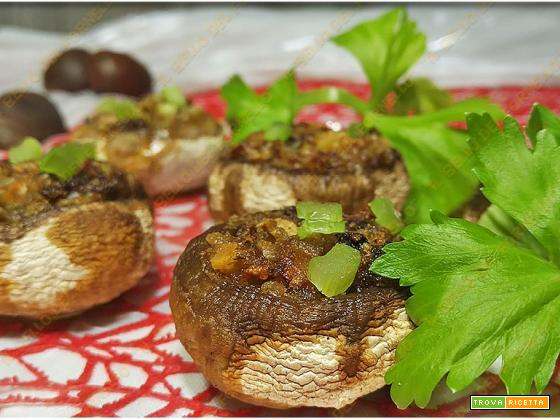 Funghi ripieni di castagne e speck