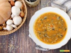 Zuppa di cereali e zucca con ceci e funghi