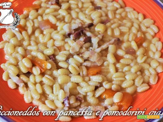 Ciccioneddos (Gnocchetti sardi) con pancetta e pomodorini gialli