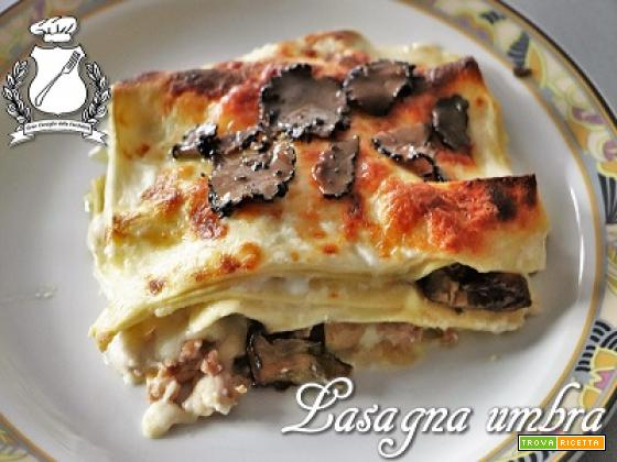 Lasagna umbra (funghi, tartufo e salsiccia)