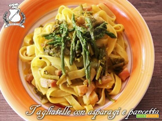 Tagliatelle con pancetta e asparagi selvatici