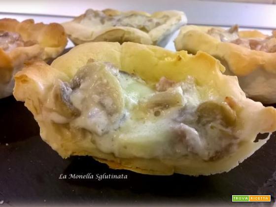 Cestini di pasta di pane con funghi e salsiccia