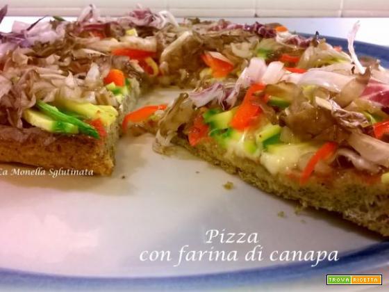 Pizza con farina di canapa e verdurine croccanti
