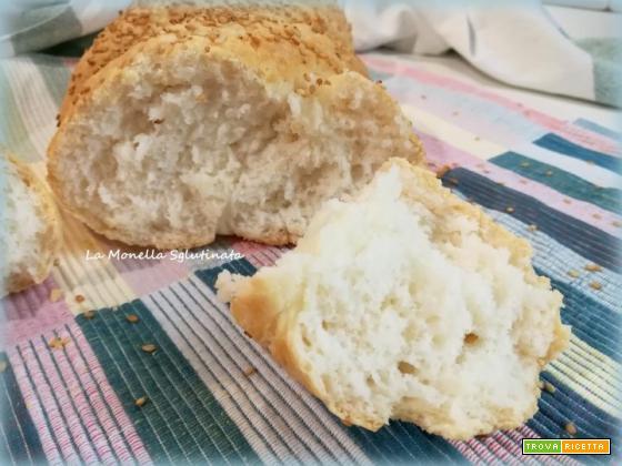 Treccia di pane con farina di riso e semi di sesamo