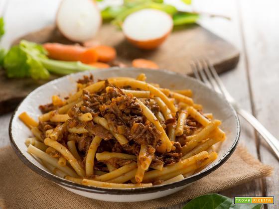 Ziti alla genovese, simbolo della gastronomia italiana