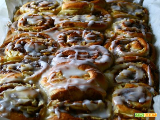 CINNAMON APPLE ROLLS  (KANELBULLAR)