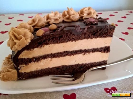 Torta al cioccolato e crema meringata alla nocciola