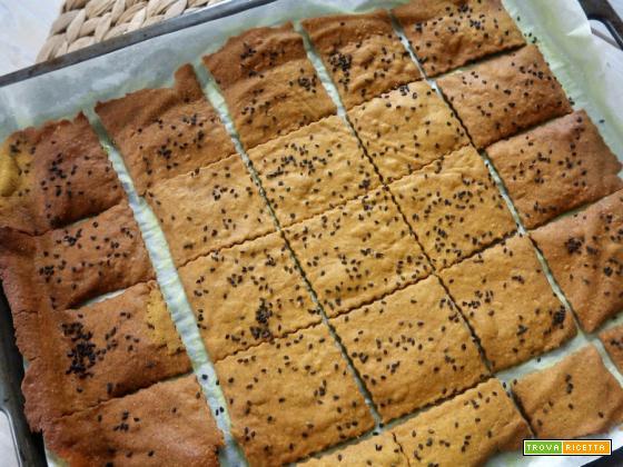 Crackers di ceci con curcuma e rosmarino