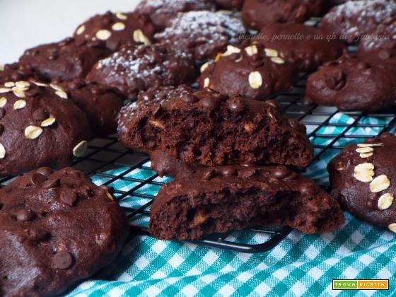 Biscotti alla pera con cacao e avena