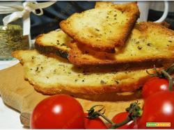 Crostini di pane con origano e olio