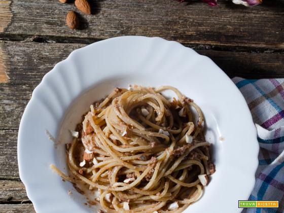 Spaghetti alla chitarra con pesto di radicchio e mandorle